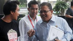 Komisioner Ombudsman RI, Adrianus Meliala bersama anggota Ombudsman lainnya tiba di gedung KPK, Jakarta, Selasa (15/5). Adrianus datang untuk membahas kasus penyiraman air keras terhadap penyidik senior KPK Novel Baswedan. (Merdeka.com/Dwi Narwoko)