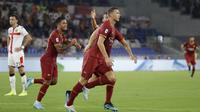Striker AS Roma Edin Dzeko merayakan golna ke gawang Genoa pada pekan pertama Liga Italia di Stadion Olimpico, Senin (26/8/2019) dini hari WIB.(AP Photo/Alessandra Tarantino)