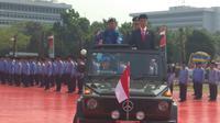 Jokowi Pimpin Upaca HUT TNI ke-73 di Mabes Cilangkap (Merdeka.com/Nur habibie)