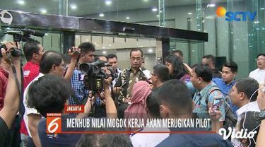 Pilot mengancam mogok kerja, Menhub Budi Karya imbau pilot tak terpengaruh perihal laporan keuangan Garuda Indonesia.