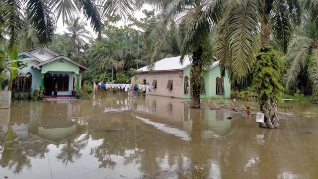 Banjir merendam ribuan rumah di Kabupaten Batubara, Sumatera Utara akibat hujan ekstrem