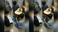 Aksi lahirkan gitar (Sumber: Twitter/Recehin_Aja)