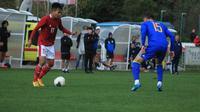 Penyerang Timnas Indonesia U-19, Witan Sulaeman, saat berhadapan dengan pemain Bosnia dan Herzegovina ketika beruji coba di Stadion Igraliste NK Polet, Sveti Martin na Mauri, Jumat (25/9/2020) malam WIB. (Dok. PSSI)