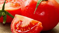 Bahan -bahan alami seperti selada dan tomat ternyata dapat menyingkirkan bau ketiak.(Sumber foto: Shutterstock)