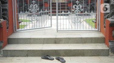 Suasana Pura Widya Dharma yang sepi di kawasan Cibubur, Jakarta Timur, Selasa (24/3/2020). Pembatasan aktivitas menjelang Hari Raya Nyepi tahun baru Saka 1942 dilakukan sesuai dengan imbauan pemerintah untuk antisipasi penyebaran virus corona Covid-19. (Liputan6.com/Immanuel Antonius)