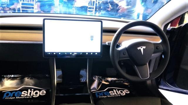 Menjadi salah satu kendaraan ramah lingkungan yang banyak dibicarakan di pasar otomotif dunia, Tesla Model 3 resmi meluncur di Indonesia.