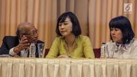 Veronica Tan dan tim pengacara Basuki Tjahaja Purnama (Ahok), menggelar konferensi pers di Jakarta, Selasa (23/5). Jumpa pers itu untuk menjelaskan alasan Ahok mencabut permohonan  banding atas vonis dua tahun penjara. (Liputan6.com/Faizal Fanani)