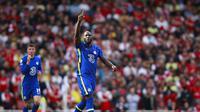 Pemain Chelsea Romelu Lukaku merayakan setelah mencetak gol pembuka timnya selama pertandingan sepak bola Liga Inggris antara Arsenal dan Chelsea di stadion Emirates di London, Inggris, Minggu, 22 Agustus 2021. (AP Photo/Ian Walton)