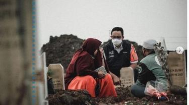 Anies Baswedan Bagikan Cerita Haru Saat Bertemu Adik Kakak Pengunjung TPU Rorotan