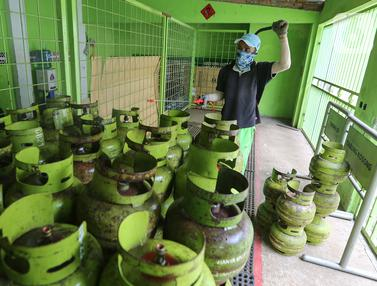 Lawan Covid-19, Tabung Gas LPG Disemprot Disinfektan di Bojongsari, Depok