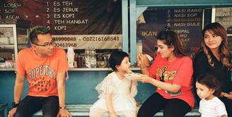 Keluarga Anang Hermansyah. (Instagram/azriel_hermansyah)