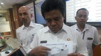 Dirjen Perhubungan Udara Agus Santoso saat meninjau langsung ruang kontrol GMF di Bandara Soekarno Hatta (Liputan6.com/ Pramita Tristiawati