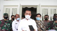 Pengesahan Omnibus Law oleh Dewan Perwakilan Rakyat Republik Indonesia (DPR RI) pada 5 Oktober 2020 telah memicu berbagai penolakan hingga unjuk rasa yang melibatkan banyak massa dan berakhir ricuh.