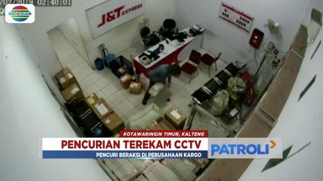 Tiga pencuri puluhan telepon genggam, diringkus polisi di Kotawaringin Timur, Kalimantan Tengah. Aksi pencurian itu terekam CCTV.