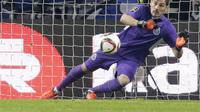 Penjaga gawang FC Porto, Iker Casillas, membuka pintu untuk bermain di MLS (Major  League Soccer) Amerika Serikat. (Reuters/Miguel Vidal)
