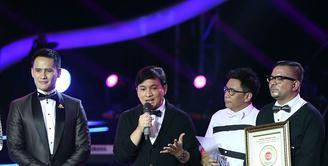 Penghargaan musik diraih oleh grup musik Kahitna yang telah 30 tahun mewarnai musik industri musik Indonesia dengan penggemar lintas generasi. (Nurwahyunan/Bintang.com)