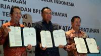 Pihak BPJS Ketenagakerjaan, Kementerian Ketenagakerjaan RI, dan BPJS Kesehatan tanda tangani kerja sama dalam upaya peningkatan jumlah peserta dan kepatuhan.