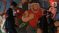 Warga melintasi terowongan Kendal, Dukuh Atas, Jakarta, Kamis (21/1/2021). Pemberlakuan pembatasan kegiatan masyarakat (PPKM) di Jawa-Bali diperpanjang hingga 8 Februari 2021, berlaku di DKI Jakarta, Banten, Jawa Barat, Jawa Tengah, Yogyakarta, Jawa Timur, dan Bali. (Liputan6.com/Helmi Fithriansyah)