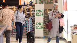 Pengunjung berbelanja di pusat perbelanjaan di Plaza Semanggi, Jakarta,Jumat (8/12). Jelang perayan natal dan tahun baru banyak pusat perbelanjaan menawarkan berbagai prodak dan diskon akhir tahun. (Liputan6.com/Angga Yuniar