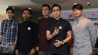 Para personil band lyla berpose pada saat  launching album di restoran cepat saji, jakarta, jumat (23/10/2015). (Liputan6.com/Herman Zakharia)