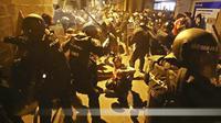 Aksi protes di Barcelona, Spanyol.  (AP/ Emilio Morenatti)