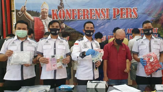 Polisi Gerebek Tempat Pijat Plus-Plus Khusus 'Gay' di Medan