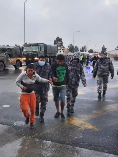 Kerusuhan antara dua penjara di Ekuador mengakibatkan sedikitnya 18 narapidana tewas.