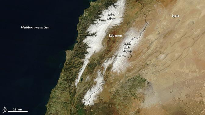 Dua gunung di Lebanon sering kali diselimuti salju (NASA)