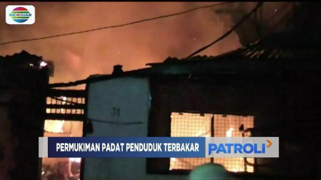 Sekitar tujuh rumah warga Kapasan Dalam, Surabaya, ludes dilalap api pada Sabtu malam.