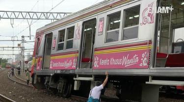 Perjalanan kereta commuter line mengalami gangguan, akibat anjloknya KRL di lintas stasiun Jatinegara dan Manggarai