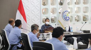 Menteri Kelautan dan Perikanan, Sakti Wahyu Trenggono saat memimpin rapat di KKP