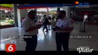 Selama libur panjang di akhir bulan Oktober 2020 ini diprediksi okupansi jumlah penumpang sudah mencapai 80 persen. Salah satu stasiun kereta api yang ramai penumpang adalah Stasiun Kereta Gubeng, Surabaya, Jawa Timur.