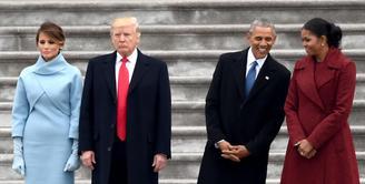 Hubungan Donald Trump dan Melania Trump sedingin es beberapa tahun terakhir. Namun sepertinya hal berbeda terjadi pada Barack Obama dan Michelle Obama. (univision)