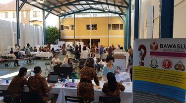 Suasana salah satu TPS dari total 18 yang dibuka oleh KJRI Perth dan PPLN untuk pemilih WNI di wilayah  negara bagian Australia Barat. Pemungutan suara di Australia Barat dilaksanakan pada Sabtu 13 April 2019. (Istimewa / Liputan6.com)