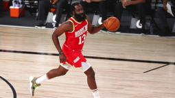 Pebasket Houston Rockets, James Harden, saat melawan Indiana Pacers pada laga NBA, Rabu (12/8/2020). Houston Rockets dikalahkan Indiana Pacers dengan skor 104-108. (Kim Klement/Pool Photo via AP)