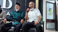 Dua tokoh masyarakat Poso, Ustad Adnan Arsal dan Pendeta Damanik saat menjelaskan kepada jurnalis perihal aspirasi mereka untuk pemulihan keamanan di Poso, Rabu (2/6/2021). (Foto: Heri Susanto/ Liputan6.com).