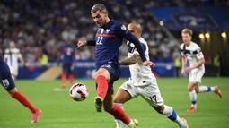 Peluang berikutnya didapat Theo Hernandez lima menit berselang. Bola tembakannya juga masih belum mengarah tepat ke gawang lawan. (Foto: AFP/Franck Fife)