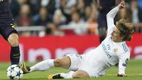 Luka Modric menjadi salah satu pemain Real Madrid yang terpilih sebagai penghuni daftar tim terbaik versi FiFA atau FIFA FIFPro World11 award 2017 pada ajang  The Best FIFA Football Awards, di London. (AP/Francisco Seco)