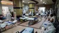 Lobi KKHI Mekah yang semula jadi tempat tunggu keluarga pasien berubah jadi tempat perawatan sementara, karena IGD sudah tidak mampu menampung.