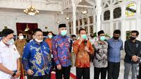 Kepala BPH Migas M. Fanshurullah Asa bersama Anggota Komisi VII DPR RI Ridwan Hisjam dan Anwar Idris melakukan Pertemuan dengan Plt Gubernur Aceh Nova Iriansyah dan Kepala Badan Pengelola Migas Aceh (BPMA) Teuku Mohamad Faisal, di Pendopo Gubernur Aceh, (30/06/20).