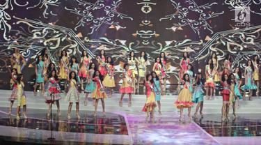 Finalis Puteri Indonesia saat tampil pada Malam Puncak Puteri Indonesia 2018 di JCC, Jakarta, Jumat (9/3). 39 perempuan cantik dan berbakat dari 34 provinsi yang berebut mahkota dan selempang juara. (Liputan6.com/Herman Zakharia)