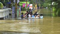 Banjir di negara bagian Kerala, India, menewaskan lebih dari 350 orang, dan menyebabkan jutaan orang mengungsi (AP Photo)
