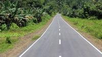 Kementerian PUPR secara bertahap menyelesaikan pembangunan jalan lingkar Raja Ampat yang memiliki panjang keseluruhan 342 km. (Kementerian PUPR)