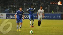 Hasilnya Eden Hazard membuat Chelsea unggul pada menit 21 lewat titik putih. Wasit memberikan penalti setelah Terry dilanggar oleh bek Indonesia All Star. (Liputan6.com/Helmi Fithriansyah)