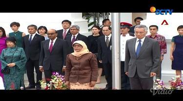 Sederhananya kehidupan Presiden Singapura di rumah susun. Sebelum berangkat ke istana, sering diminta selfie oleh warga.