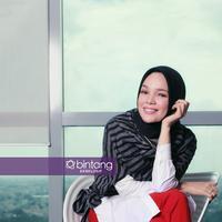 Dewi Sandra mengaku, punya beban berat berakting di film lanjutan dari Ayat-Ayat Cinta yang fenomenal. (Foto: Adrian Putra, Stylist: Indah Wulansari, DI: Muhammad Iqbal Nurfajri/Bintang.com)