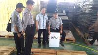 Ilustrasi – Bawaslu dan KPU Purbalingga menguji kekuatan kotak suara kertas. (Foto: Liputan6.com/Dinkominfo PBG/Muhamad Ridlo)