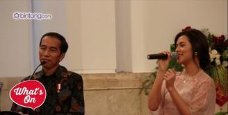 Raisa menjadi salah satu musisi yang diundang Presiden Joko Widodo di Istana Negera dalam rangka Hari Musik Nasional, Kamis (9/3/2017). Usai acara, Raisa ternyata mendapat hadiah berupa sepeda dari Jokowi.