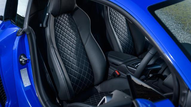 Audi R8 V10 Real Wheel Series memiliki jok semi bucket yang dibalut kulit mewah(Audi)