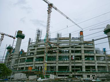 Suasana proyek pembangunan Jakarta International Stadium atau Stadion BMW di kawasan Papanggo, Tanjung Priok, Jakarta, Senin (18/1/2021). Progres pembangunan stadion berkapasitas 82 ribu penonton tersebut telah mencapai 43,7 persen. (Liputan6.com/Faizal Fanani)